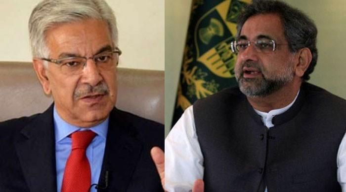 Asif meets PM Abbasi after Trump statement on Pakistan aid