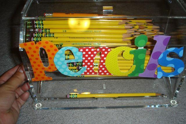 Bricoler un cadeau pour son enseignant - Transformer un distributeur de pailles en distributeur de crayons :)
