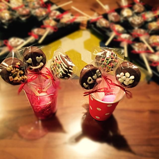 オレオで簡単、オレオ・ポップス♡ 小学校低学年の娘がプレゼント用に大量生産〜♡ - 17件のもぐもぐ - オレオ・ポップス♡ by yusaoriria