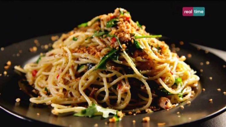 Cucina con Ramsay # 84:  Spaghetti con peperoncino, sardine e origano Un piatto tipico della nostra fantastica cucina italiana nella versione...alla Ramsay! Il segreto è ottenere un pangrattato perfettamente dorato, croccante e profumato d'aglio: darà la giusta personalità alla pasta e al pesce. INGREDIENTI Olio di oliva per friggere 2 spicchi di aglio...