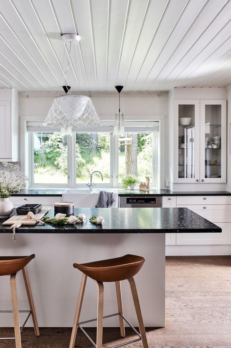 LUNDHS Emerald kitchen work surface.