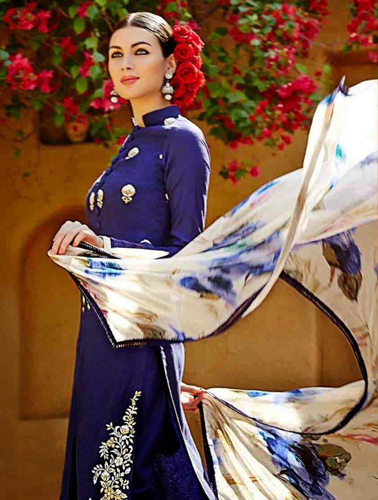 Fabulous Blue Floral Straight Embroidered Designer Salwar Suit. #salwarsuit #designersuit #salwarkameez #designerbluesuit