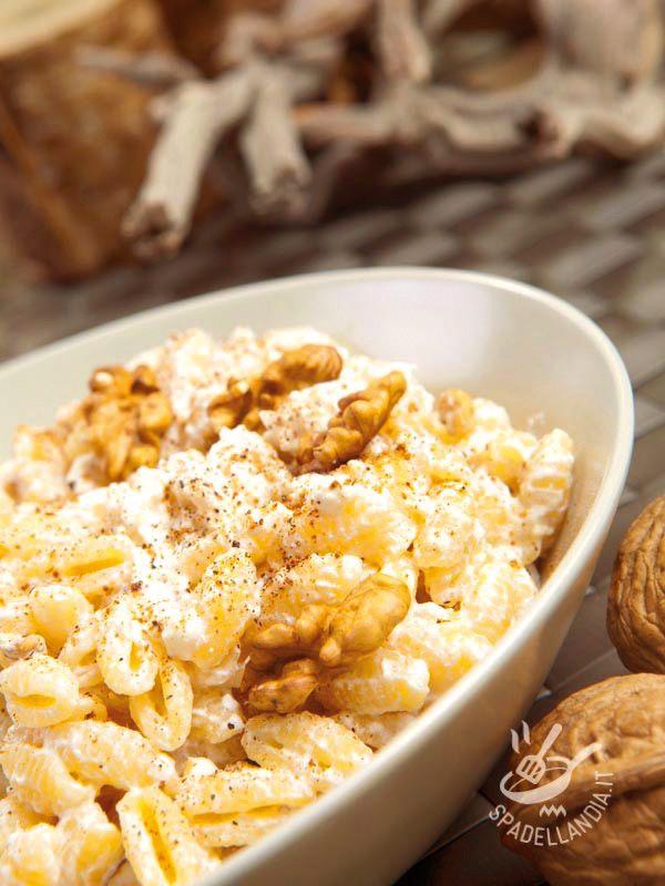 Pasta with ricotta cheese and walnuts - Gli Gnocchetti sardi con ricotta e noci sono davvero ottimi! Se in frigo avanzano spinaci (o bietole) cotti provate a mescolarli al sughetto: una bontà! #gnocchettisardi #gnocchettisardiconricotta