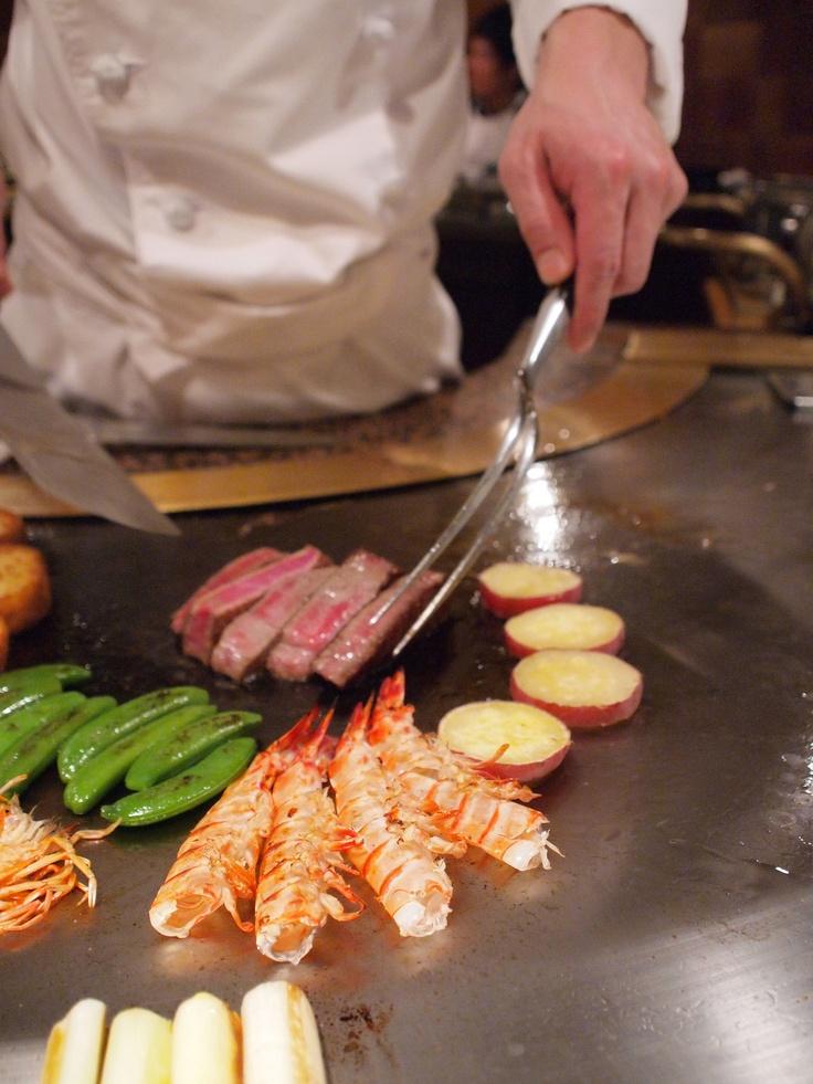 Teppanyaki, grill-on-iron-plate dinner of Kobe Beef 神戸ビーフの鉄板焼き