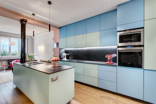 Paris apartment kitchen decorated by Pisi Design with Le Corbusier colors. Color codes 32041 Vert Anglais Clair and 32031 Céruléen Vif.