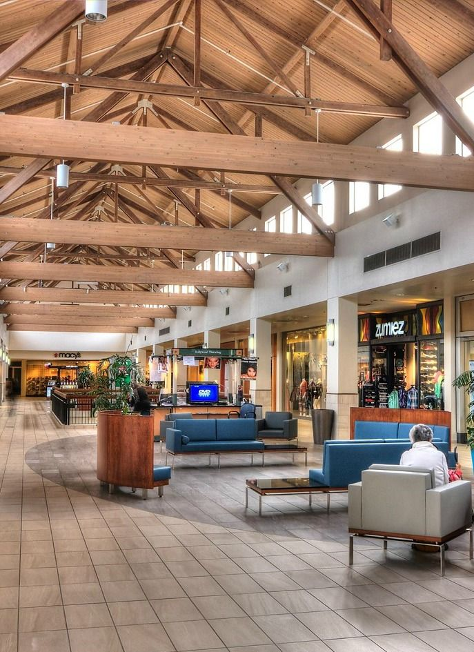 Located in downtown Salem, the Salem Center features the only Nordstrom store between Portland and San Francisco, plus more than 70 specialty retailers and a large food court.