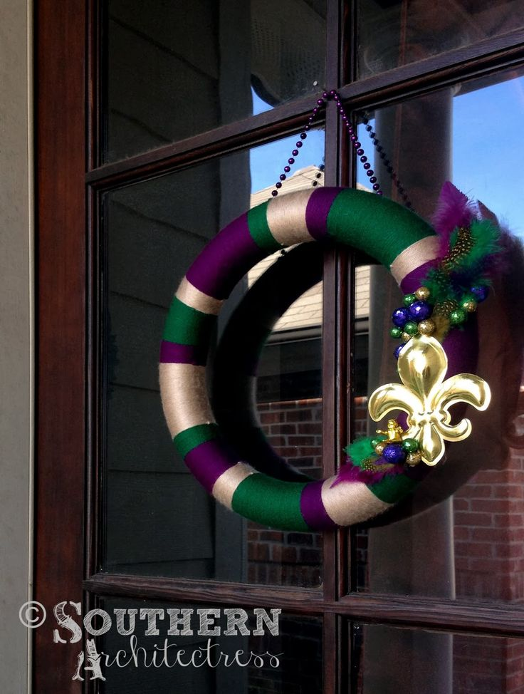 Southern Architectress: Mardi Gras Decor purple Green and Gold Yarn Wreath with Fleur de Lis and Feathers http://southernarchitectress.blogspot.com/
