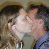 Faire la bise ~ French Cheek Kissing Gestes français - French Gestures   http://french.about.com/od/culture/a/faire-la-bise.htm