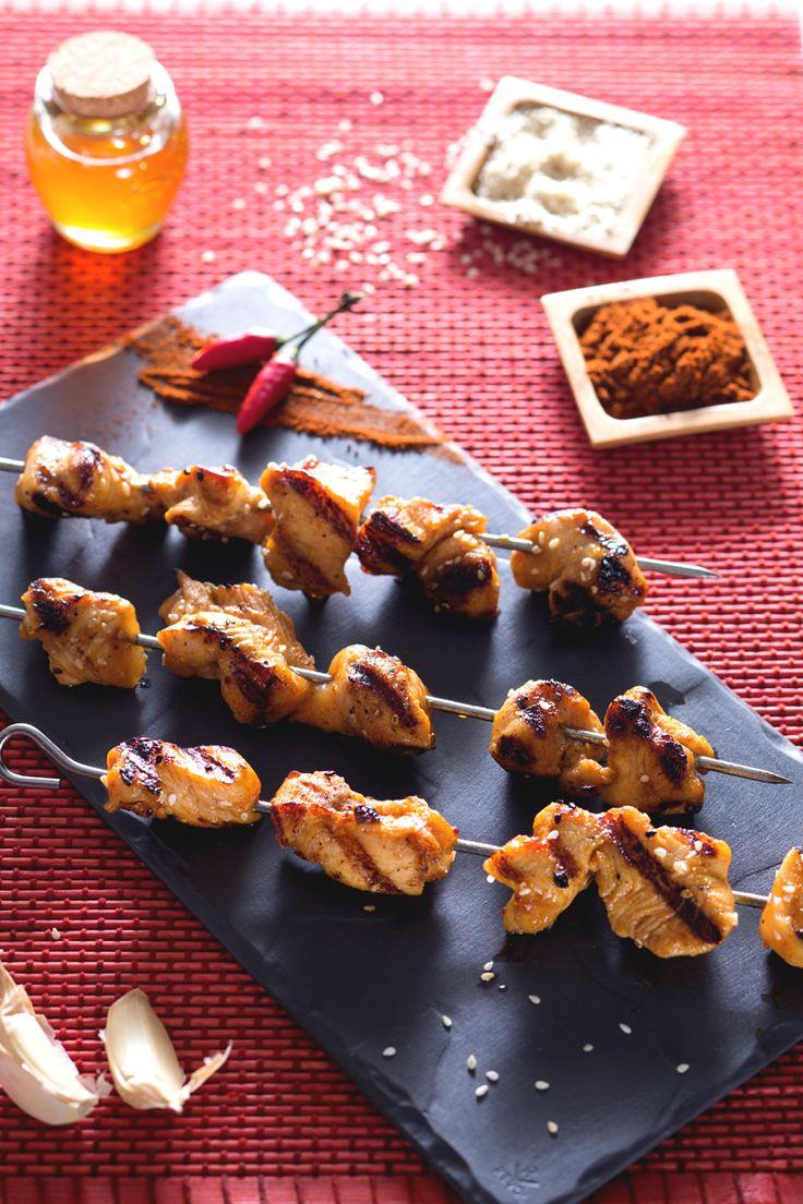 Al posto del solito petto di #pollo grigliato, provate i nostri #spiedini di pollo piccanti, teneri bocconcini di pollo ricchi di #spezie e di sapore! #Giallozafferano #recipe #ricetta #spices #spicy #chicken