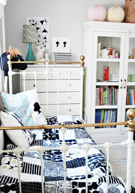 Kids room - blue & white