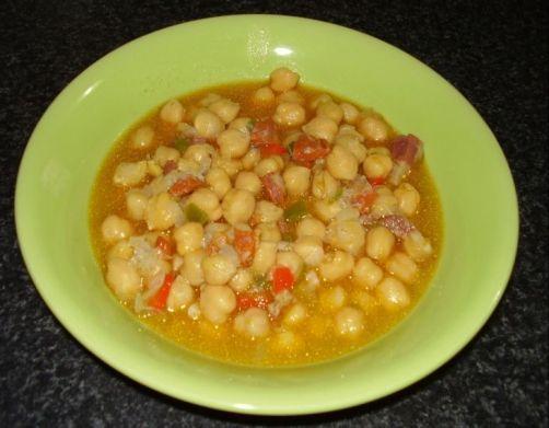 Garbanzos con chorizo, jamón y beicon para #Mycook http://www.mycook.es/receta/garbanzos-con-chorizo-jamon-y-beicon/