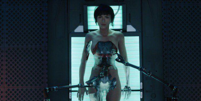Les adaptations ont toujours eu leurs détracteurs mais depuis l'annonce de Scarlett Johansson dans le rôle du cyborg de Ghost In The Shell, les fans du manga culte se sont déchaînés sur la toile, accusant une fois de plus Hollywood de «white-washing» c'est à dire de placer des acteurs occidentaux à la place du personnage …
