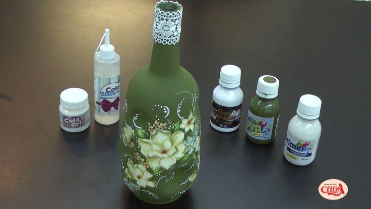 Alciana Rossi customiza uma garrafa reaproveitando os papeis que sobram ...