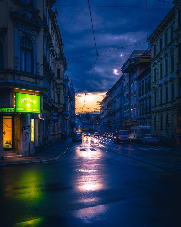 When the rain finally stopped for a few hours and the colours came out to play again . . . #graz #eveningwalk #rain #lastsun #photography
