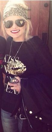 Miranda lambert fashion, 1-21-14   kiss me I'm Texan shirt, red lips, and cheetah headband!!
