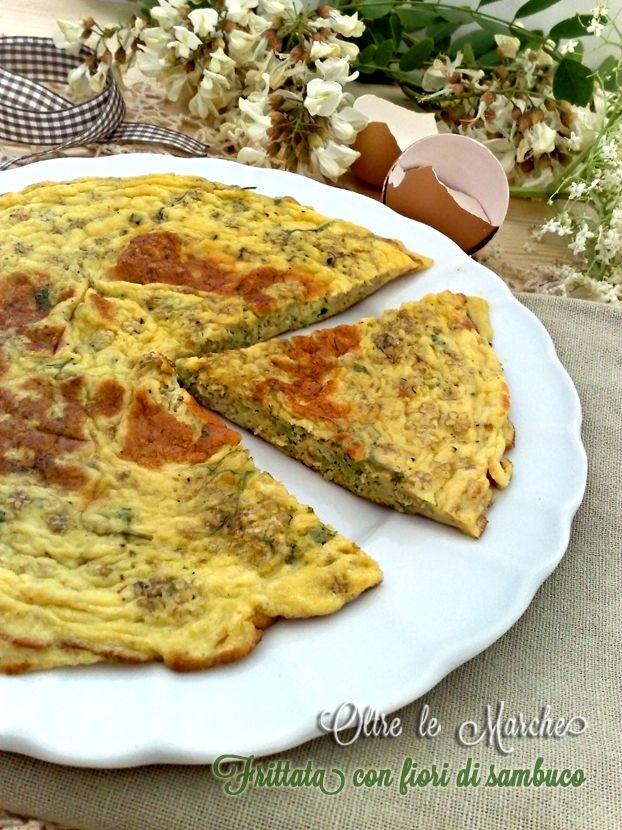 Frittata con fiori di sambuco, ricette di primavera, cucinare con i fiori, cucina vegetariana / Oltre le Marche