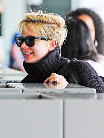 Michelle Williams made a small attempt to remain incognito at the airport