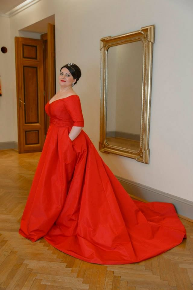 Hibla Gerzmava. Abkhaz and Russian opera singer (soprano). I want her dress!