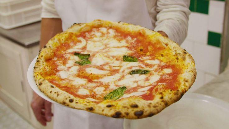 Sund, lättsmält, lokal och nylagad. Så lyder den napolitanska pizzans värdegrund. Paul ger sig på två klassiska varianter, en pizza Marinara och en pizza Margarita.