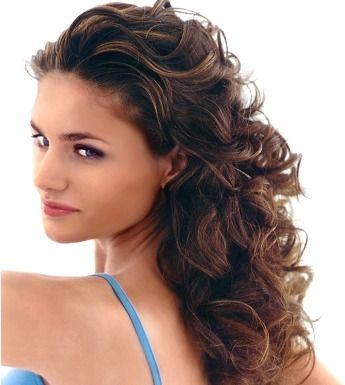 Permanent krullen van je haar. Weet waar je aan begint als je plannen hebt om je haar permanent in de krul te zetten. Kijk minder dan de kosten.