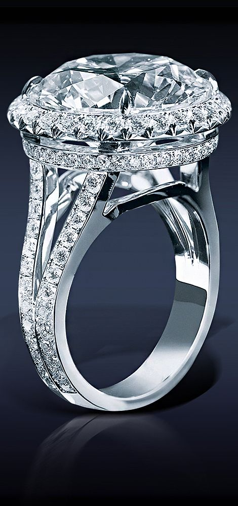 1.94 cara, Jacob & Co. Diamond Solitaire, Featuring: GIA Certified 27.04 Ct, J Color, VS2 Round Brilliant Cut Diamond, Framed by 2.03 Ct Pave' Set White Diamonds, Mounted in Platinum.