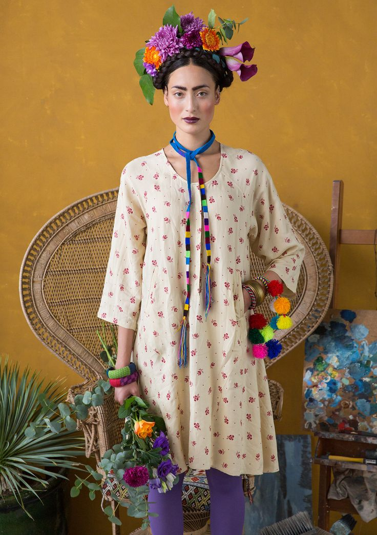 """""""Luisa"""" dress in viscose/linen Pretty floral print on a viscose/linen weave. Loose fitting, with fabulous drape, this dress has raglan sleeves, pockets and concealed button-fastening. A style for dressing in style and comfort! Standard fit, but generous fit over the hips. Article number 67720"""
