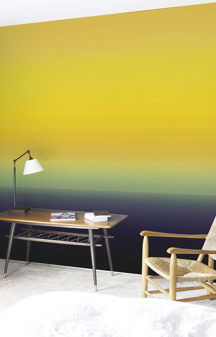 Signés Sarah Lavoine pour Nobilis, les papiers peints « L'Au-delà » de la collection « Apostrophe » présentent des coloris en dégradés inspirés des aurores boréales.