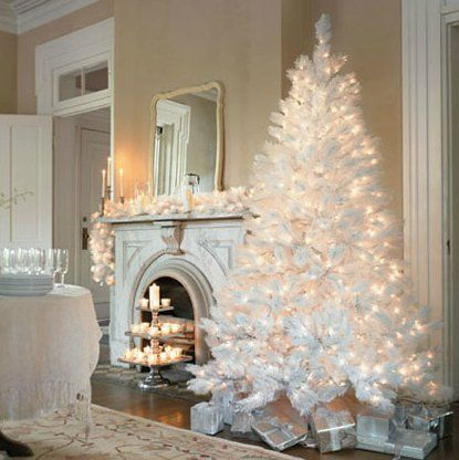 White Pre Lit Artificial Christmas Tree: 7.5 Foot, With 1,200 Tips U0026 600