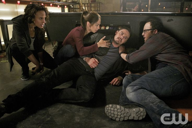 """Beauty and the Beast -- """"It's A Wonderful Beast"""" -- Image Number: BB405b_0196.jpg -- Pictured (L-R): Nina Lisandrello as Tess, Kristin Kreuk as Catherine, Jay Ryan as Vincent and Austin Basis as JT -- Photo: Sven Frenzel/The CW -- © 2016 The CW Network, LLC. All rights reserved."""