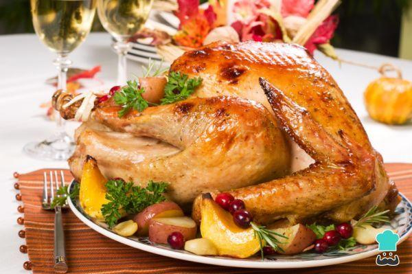 Aprende a preparar pavo relleno navideño con esta rica y fácil receta. Cuando se acerca la Navidad o el Día de Acción de Gracias la receta de pavo relleno al horno...
