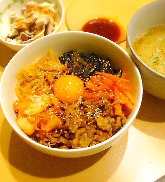 久々に載せます笑 最近寒くてちょっと辛いもの食べたくなって、韓国料理にはまってます ビビンバ作ってみて思ったよりも手間がかからず美味しくできて体も温まりました 自分の好みの味にできるのが良いですね - 9件のもぐもぐ - 〜ビビンバ〜 by ichigomutiny