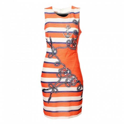 Veselé dámské letní šaty snámořnickým motivem a copánkovým vzorem mají úzký pouzdrový střih se širokými ramínky a kulatým výstřihem. Zapínají se vzadu nazip.