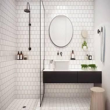 Petite salle de bain hyper bien am nag e mobilier noir for Petit mobilier salle de bain