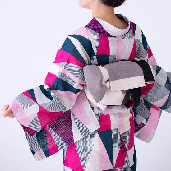 「浴衣」の定義が変わる浴衣。ウロコの中にドット・斜線・格子。圧倒的おしゃれ。~ [ Probably hanhaba obi used for yet to be determined musubi ]