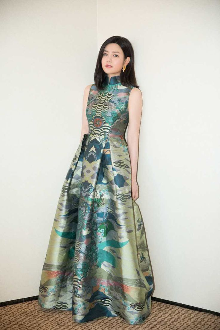 "Actress Michelle Chen wore in #SHIATZYCHEN17FW Oriental Auspiciousness collection gown to attended the TV show ""Up Idol 2""press conference, showcasing the oriental art beauty and charm of elegant."