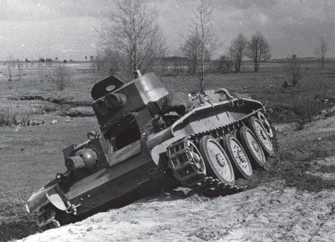 10TP tank at a stop during the run in Grodno ( the end of April 1939)