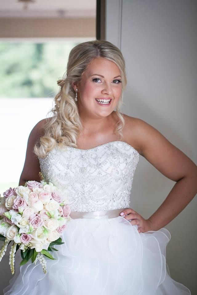 Real Brides I Wedding Gown I Wedding Dress I Strapless | Tulle skirt | Thank you Emma for sharing your BEAUTIFUL wedding photos! You look absolutely AMAZING! The dress looks just incredible! CONGRATULATIONS