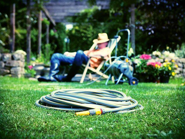 Nie ma to jak odpocząć w ogrodzie, gdy już wszystko ogarnięte #wążogrodowy #Hozelock #Kosiarka_pl #ogarnijogród