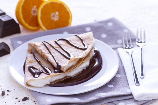 Ricetta Crepes di farina di castagne con mascarpone e ganache al cioccolato - La Ricetta di GialloZafferano