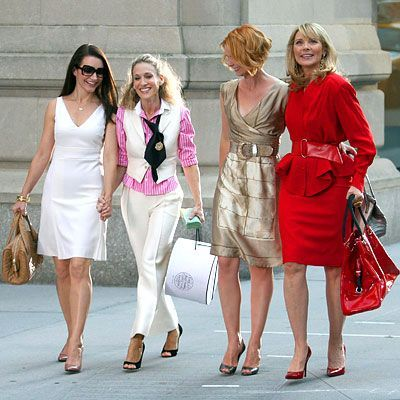 Who made Kristen Davis, Cynthia Nixon, Kim Cattrall, and Sarah Jessica Parker's outfits that she wore in the SATC movie? Kristen's outfit  Sunglasses – Salt  Dress and shoes – Prada  Sarah's outfit  Shirt, vest and pants – Ralph Lauren  Shoes – Manolo Blahniks  Cynthia – Alberta Ferretti  Shoes – Luciano Padovan  Kim's outfit  Skirt – Valentino   Jacket –  Thierry Mugler  Purse – Fendi