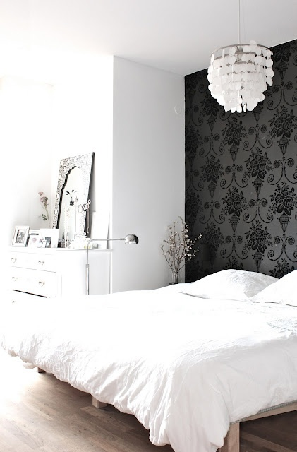 LOVE that wall paper!Features Wall, Girls Bedrooms, Black And White, Black White, White Bedrooms, White Wall, Black Wall, White Room, Accent Wall