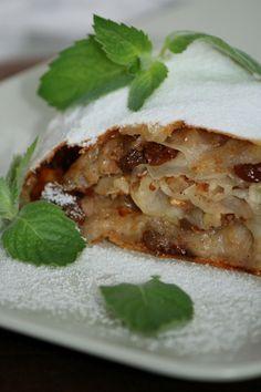 Тончайшее тесто, хрустящая корочка и ароматная нежная начинка! Венский яблочный штрудель
