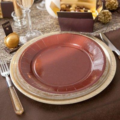 A la fois pratiques et esthétiques, cette assiette jetable en carton ronde s'harmonise parfaitement à votre thème de couleurs.   Notre assiette en carton vous permet de créer des tables très colorées et élégantes pour toutes les occasions! Vous attendez beaucoup de monde ?   L'assiette jetable reste la meilleure solution. Simplifie-vous la vie avec l'assiette jetable, vous aurez plus de temps pour profiter de vos invités.