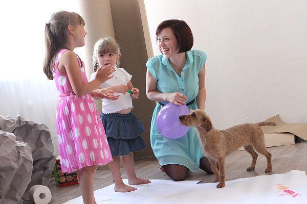 Minulý týden ke mně doputoval výsledek průzkumu, kterého se zúčastnily stovky českých rodičů. Vyplynulo z něj 5 problémů, které s dětmi řešíme nejčastěji. Napadlo mě porovnat výsledky průzkumu se zkušenostmi rodičů na VD…