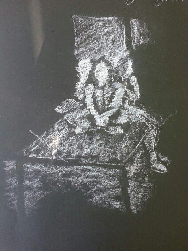 Drie meisjes op een tafel, wit krijt op zwart papier.