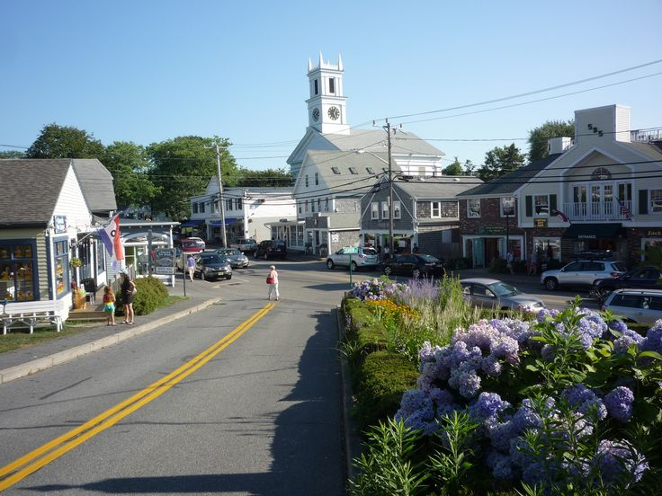 Downtown Chatham MA (Cape Cod) has the breezy Cape Cod that you would expect from this famous vacation area. http://www.visitingnewengland.com/scenesofnewengland92.html