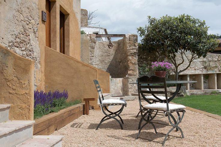 Exterior, Jardin estilo rustico color beige, marron diseñado por ANNA