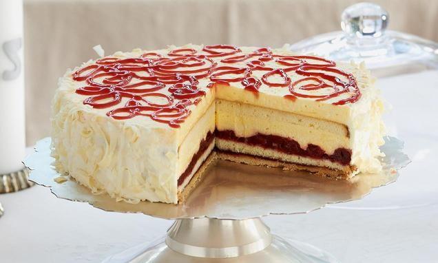 Torte+mit+einer+Kirsch-+und+einer+Sektfüllung