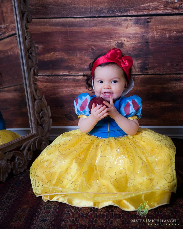 Snow White, Princess Baby, Disney, apple, fairytale, one year old, first birthday.... what a cutie...