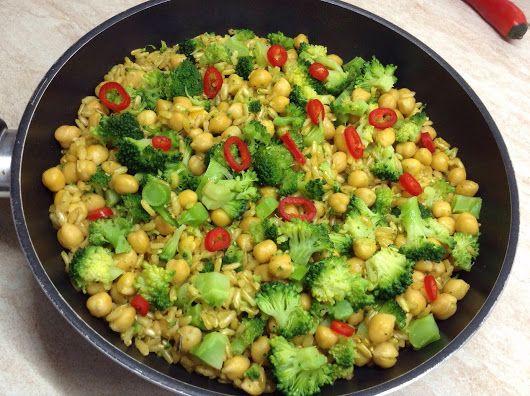 Ecco qui il mio pranzo! 😊✌🏼️ riso integrale spadellato con broccoli a vapore